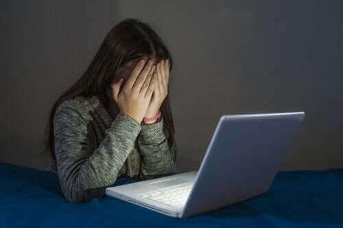 Przestępstwa cybernetyczne wśród nastolatków