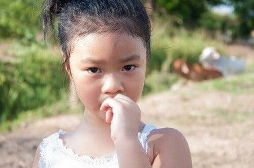 Obgryzanie paznokci u dzieci: jak mu zapobiegać?
