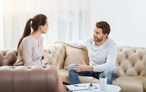 Rozmawiająca para - komunikacja z partnerem