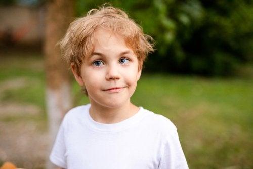 Zez u dziecka: przyczyny, diagnoza i leczenie