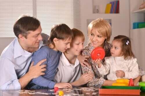 Cała rodzina w trakcie gry