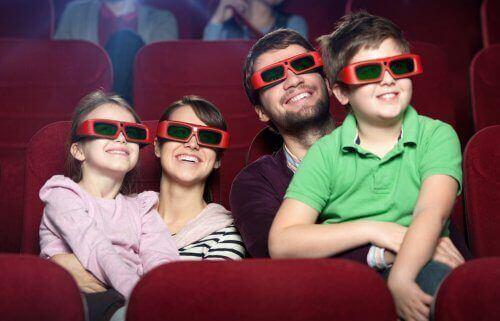 Dzieci i rodzice w -kinie