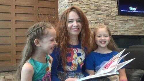 Matka czyta dzieciom