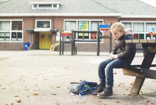 Dziecko ma problem z nawiązywaniem przyjaźni: co możesz zrobić?