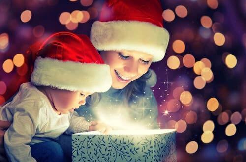 Najlepsze prezenty na święta dla maluchów