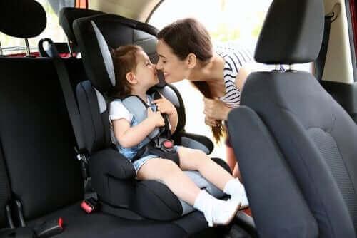 Przepisy dotyczące fotelików samochodowych dla dzieci