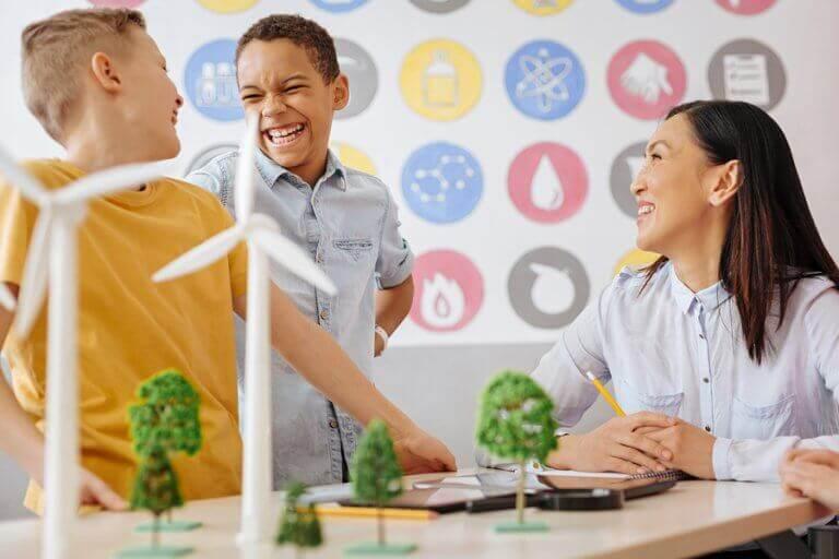 Dzieci uczące się ekologii