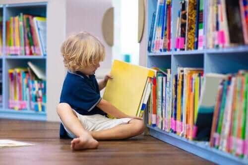 Dziecko czyta - adaptacja dziecka do nowych warunków