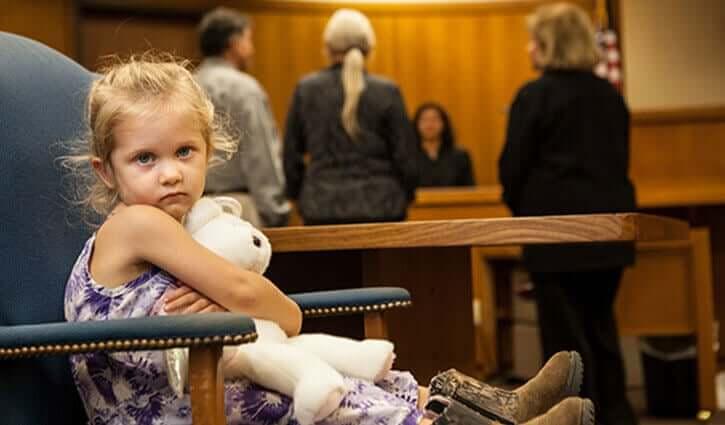 Dziecko na sali sądowej - reprezentacja prawna nieletnich