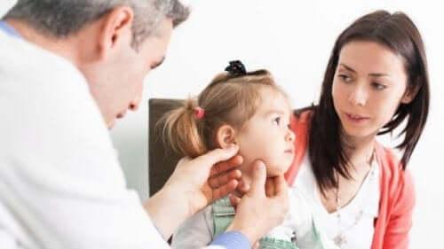 Wychowywanie głuchego dziecka: najważniejsze podpowiedzi