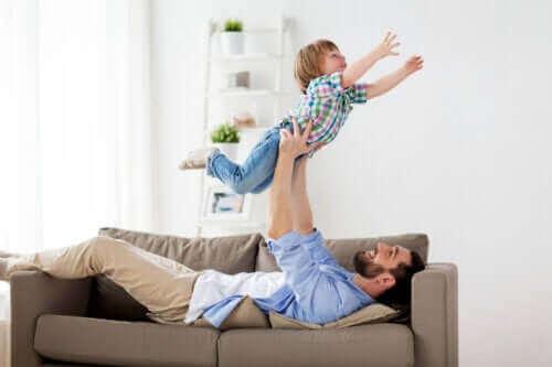 Szalone zabawy ojców z dziećmi - tworzenie emocjonalnej więzi