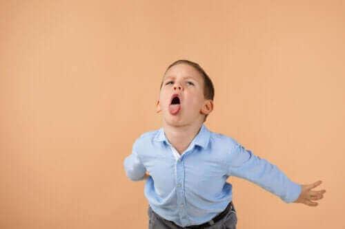 Dzieci, które obrażają innych ludzi - jak z nimi postępować?