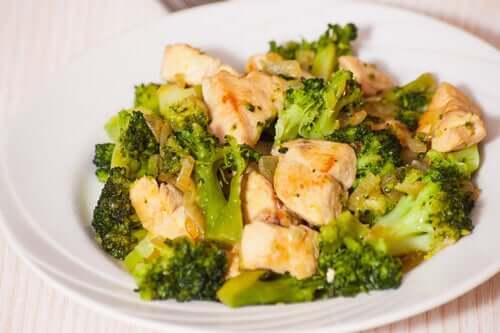 Kurczak z brokułem - potrawy z brokułem