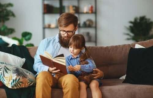 Tata czytający dziecku - Johann Heinrich Pestalozzi i jego pomysły na kształcenie