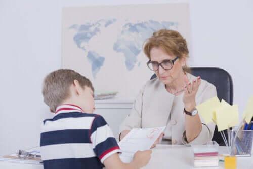 Czemu moje dziecko ma słabe oceny i jak mu pomóc?