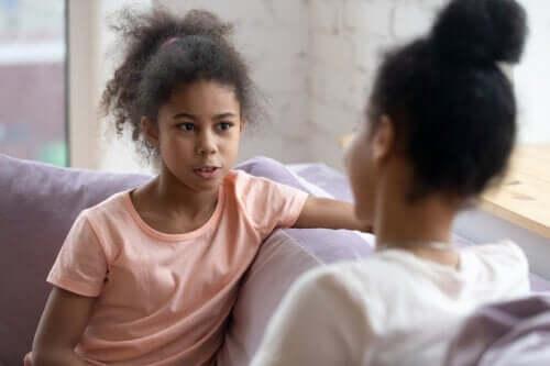 Nie przesłuchuj Twojego dziecka, rozmawiaj z nim!
