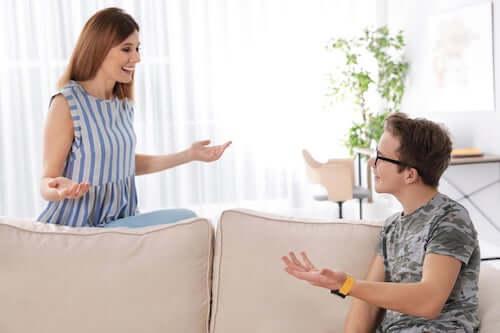Matka rozmawiająca z synem