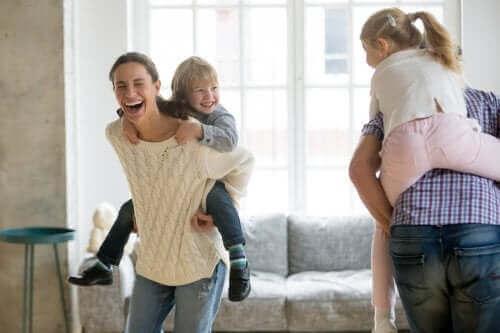 Roześmiani rodzice i dzieci - wspieranie rozwoju poczucia humoru