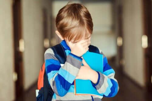 Otrzęsiny w szkole – jak pomóc dziecku?
