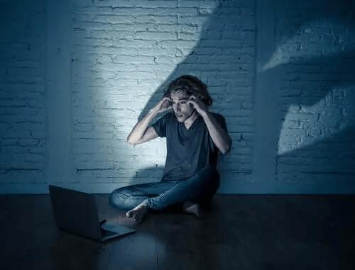 Cyberprzemoc wśród nastolatków - jak jej zapobiegać?