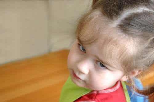 Obrażona dziewczynka