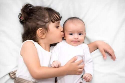 Pojawienie się nowego rodzeństwa - jak pomóc dziecku w tej sytuacji?