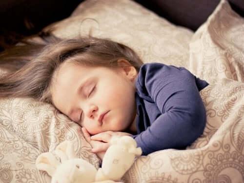 4 czynniki zaburzające sen dziecka