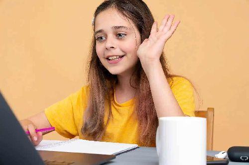 Dziewczynka podczas lekcji