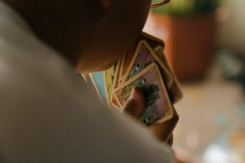 Najlepsze gry karciane dla rodzinnej zabawy