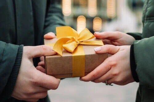 Prezenty dobroczynne pozwalają dać komuś szczęście!