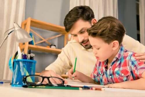 Jak wpłynąć na dziecko, jeśli słabo radzi sobie w szkole?