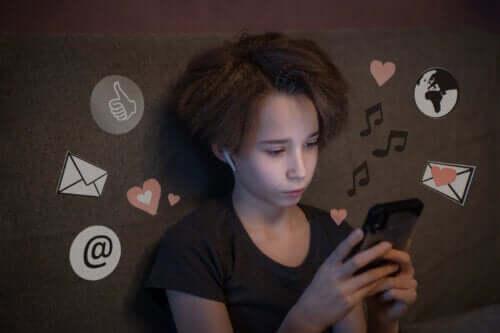 Media społecznościowe dla nastolatków i płynące z nich korzyści