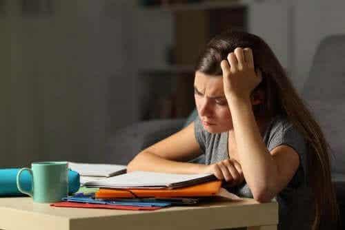 Jak się dowiedzieć, czy Twój nastolatek jest wyczerpany i zestresowany?