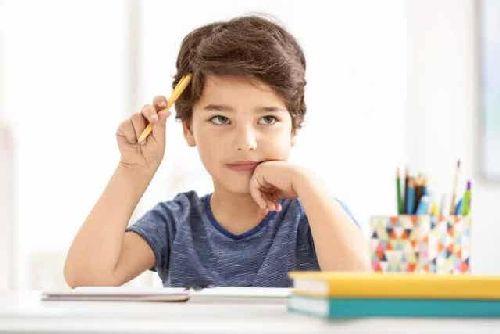 Dziecko przy lekcjach