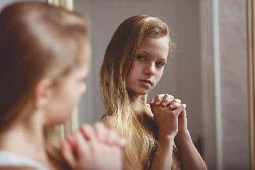Co robić, gdy dziewczynki wstydzą się swoich ciał?