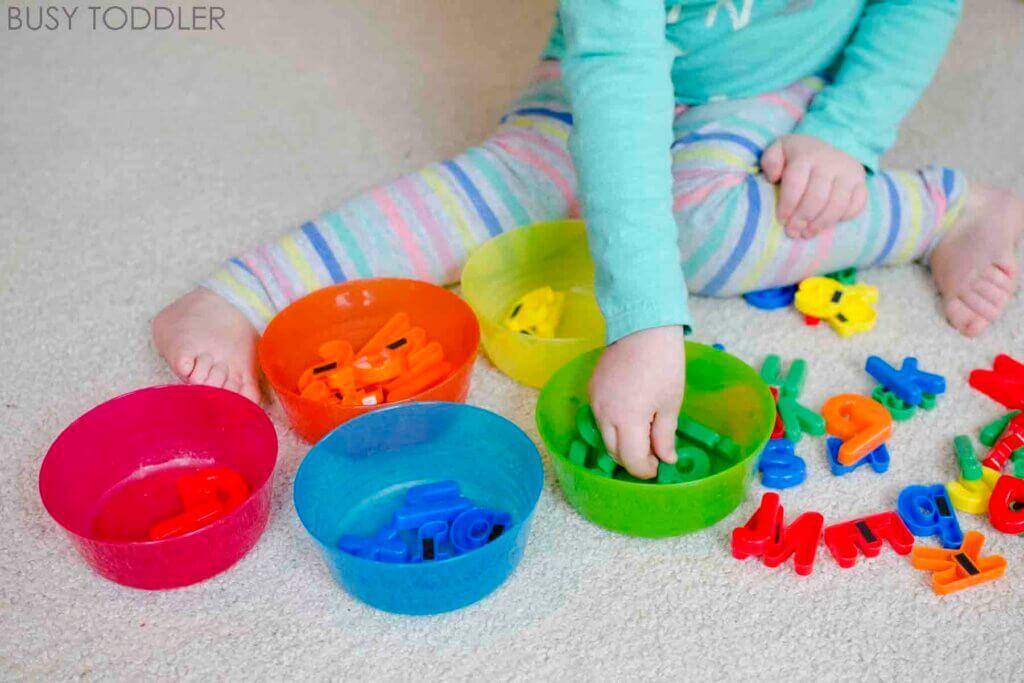 Najlepsze gry Marii Montessori dla dzieci od 0 do 3 lat