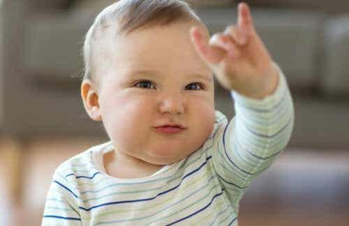 Język migowy u dziecka: komunikacja niewerbalna