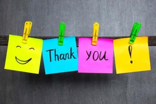 Karteczki z podziękowaniami uczą dzieci dobrych manier