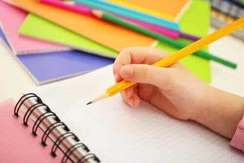 3 gry, w które możesz grać w domu mając ołówek i papier