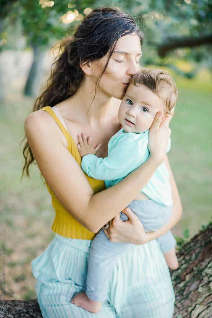Przytulanie dziecka: wpływ na mózg matki