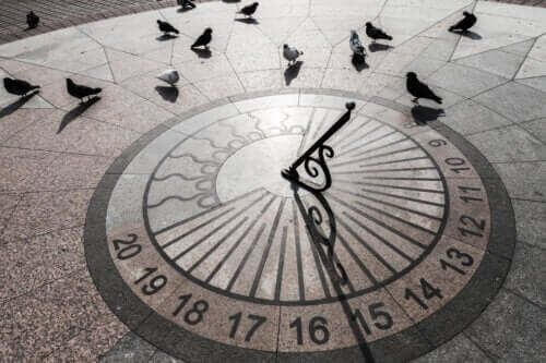 Jak wykonać zegar słoneczny w domu?
