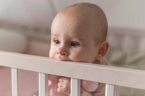 Czy ząbkowanie wpływa na sen dzieci? Jeśli tak, to co z tym zrobić?