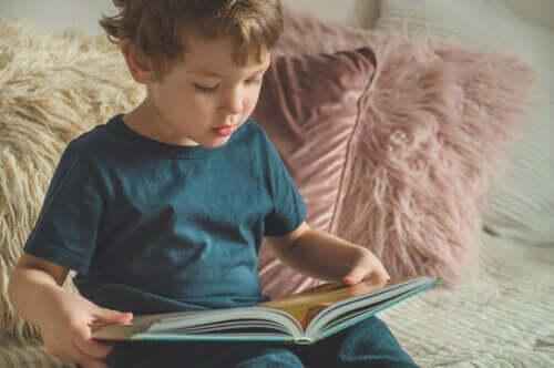 Nauka czytania oparta o metodę całościową: poznaj plusy i minusy