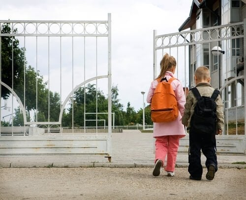 Pierwsze dni szkoły dziecka: 8 błędów popełnianych przez rodziców