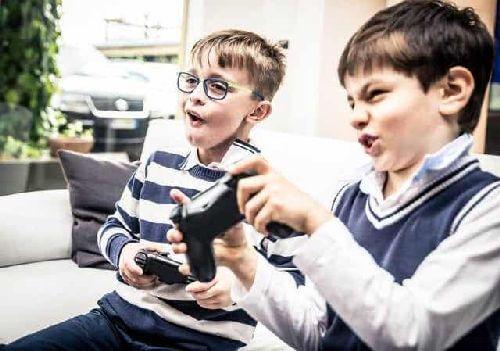 Dzieci przy konsoli