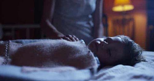 Dziecko w trakcie snu