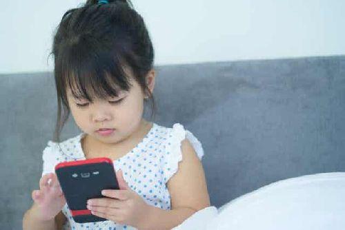 Dziewczynka z telefonem