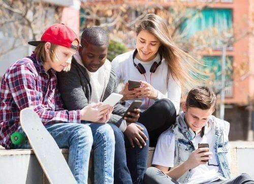 Niebezpieczne trendy dla nastolatków w sieciach społecznościowych