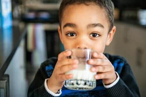 Jaką ilość mleka powinny pić dzieci w zależności od wieku?